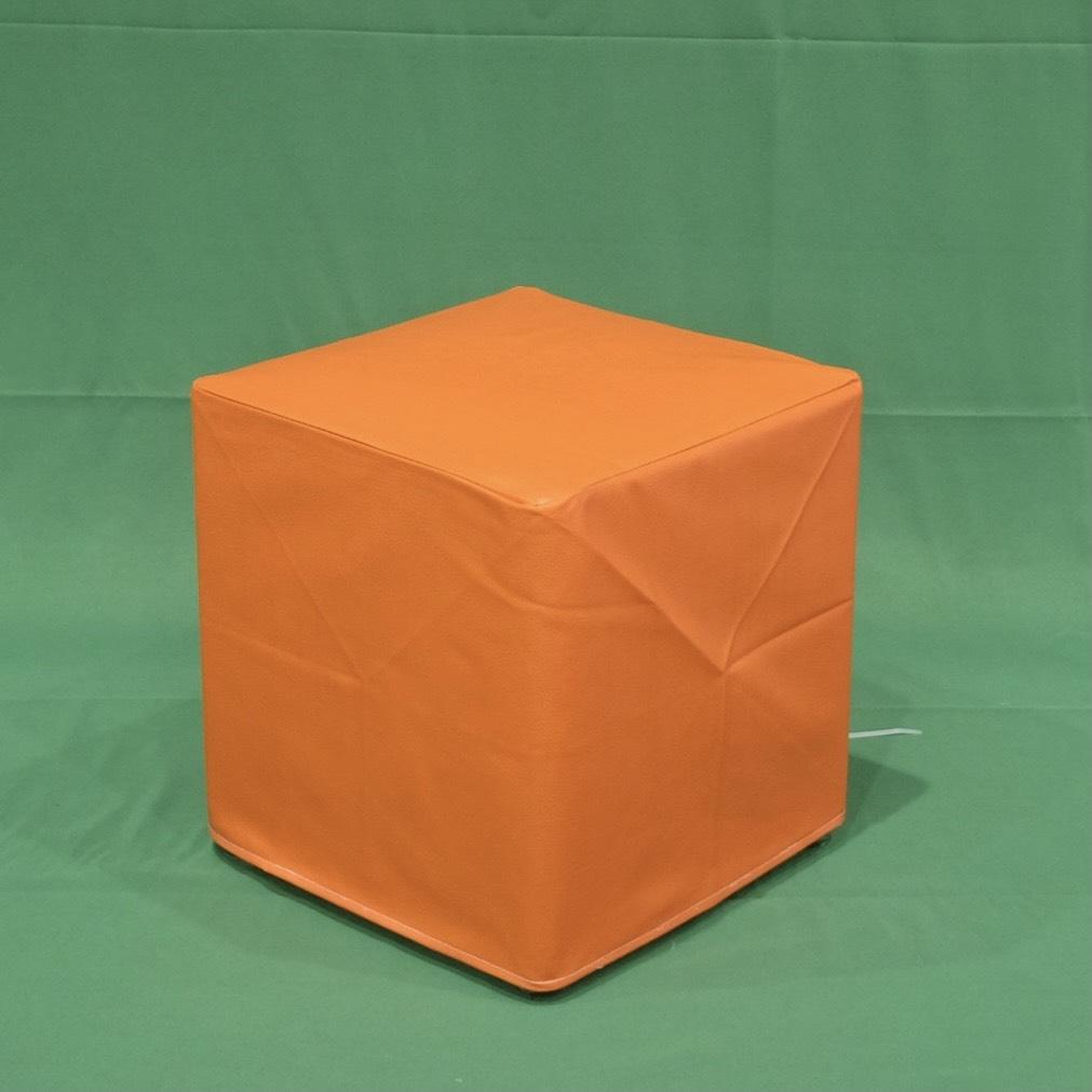 เก้าอี้สตูลลูกเต๋าส้ม