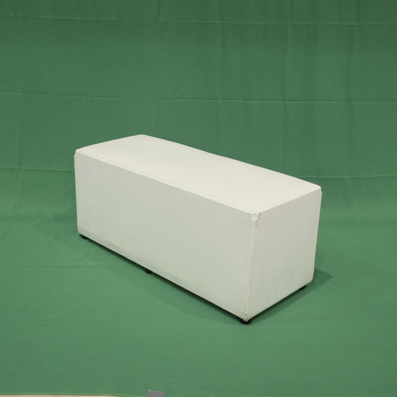 เช่าเก้าอี้สตูลลูกเต๋ายาว 3 ที่นั่ง สีขาว