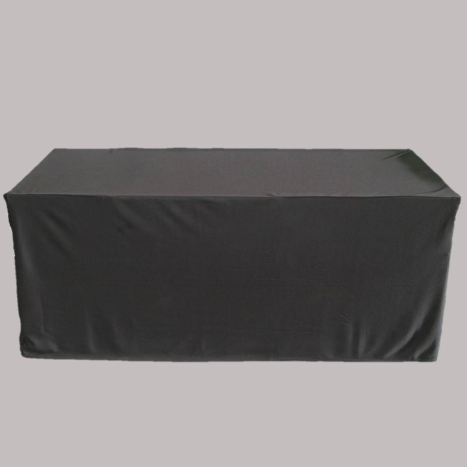 โต๊ะเหลี่ยมพร้อมผ้าคลุมสีดำ