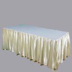 โต๊ะเหลี่ยม1.80ผ้าคลุมครีม